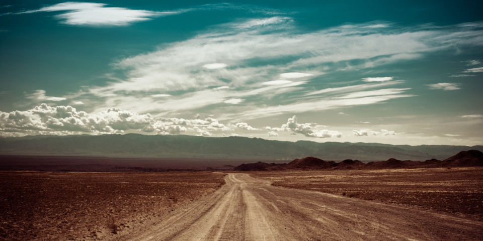 RAW-Format: Straße ins Nirgendwo © Perfect Lazybones/Shutterstock.com