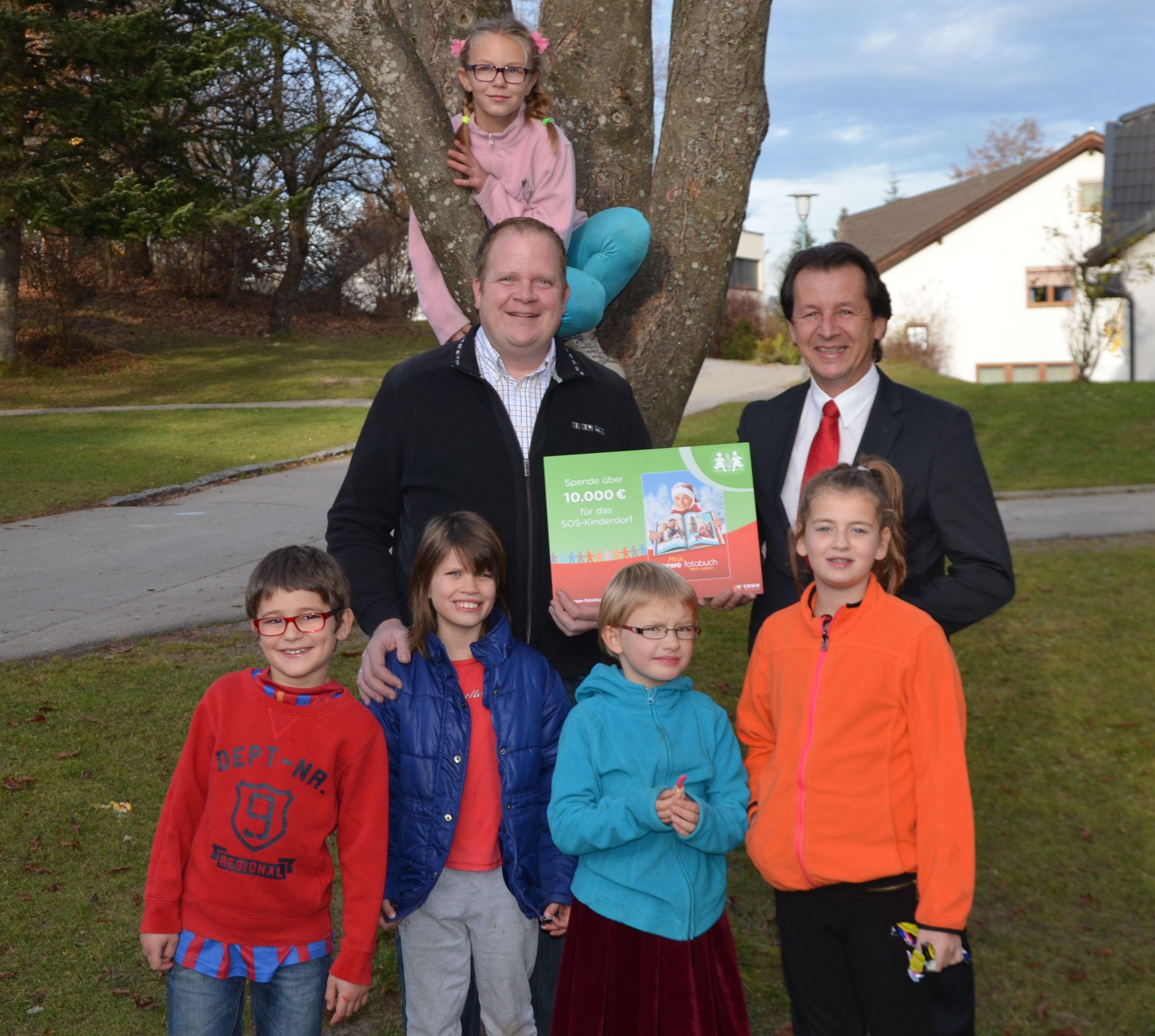 10.000 Euro Spende von CEWE an SOS Kinderdorf Moosburg