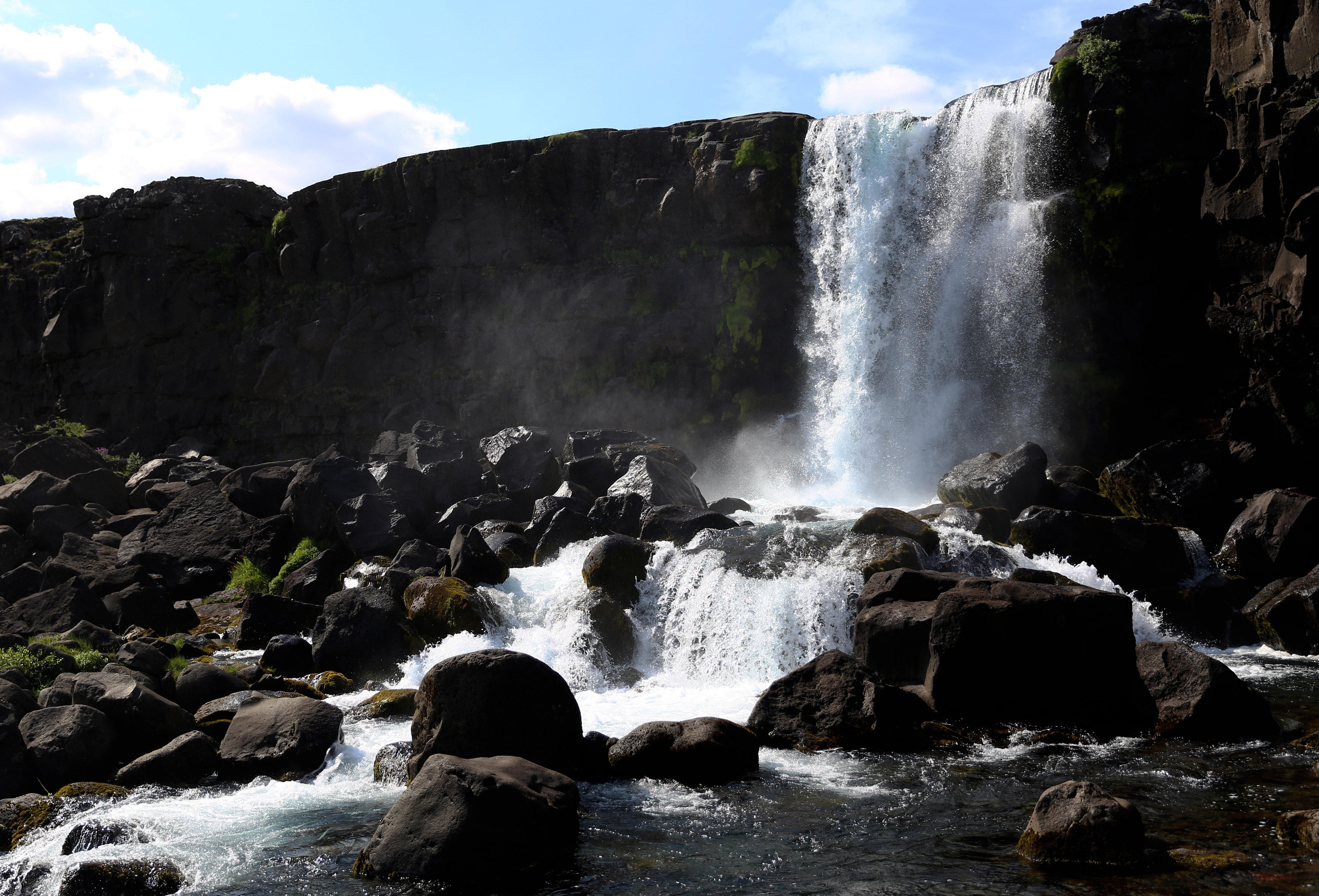 Wasserfall im Þingvellir Nationalpark in Island ©Imke Haverbusch