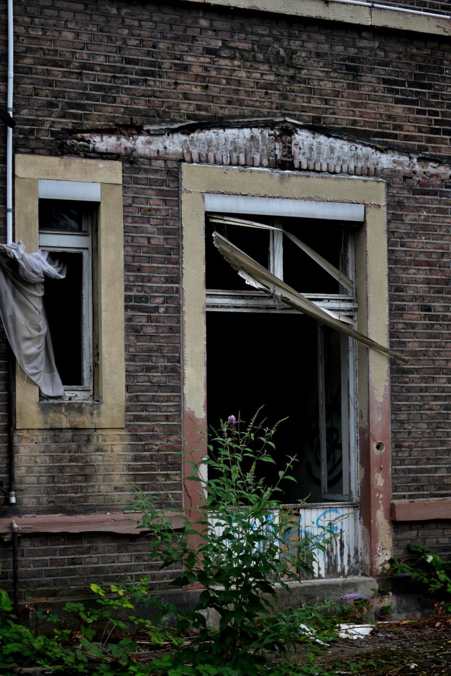 Lost Place Fotografie: Tür Gruselvilla ©Imke Haverbusch