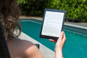 Lectura refrescante en la pisci