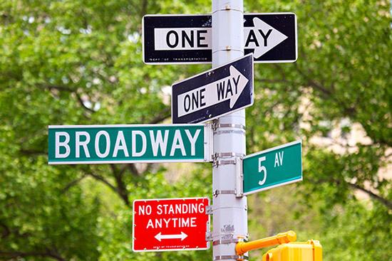Schilder in den Strassen New Yorks