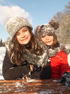 Achten Sie darauf beim Fotografieren im Schnee darauf nicht zu viel Sonnenlicht im Rücken zu haben