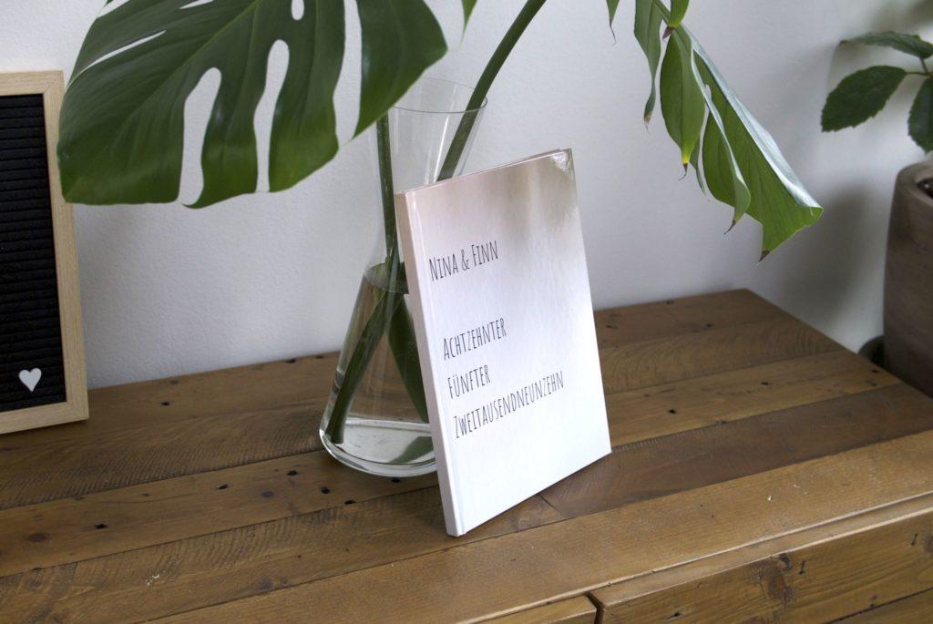 Selbstgestaltetes Notizbuch mit Typografie als Gästebuch zur Hochzeit