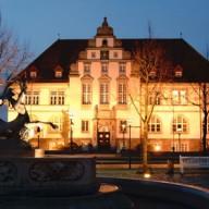 Das Amtsgericht in Bad Schwartau bei Nacht