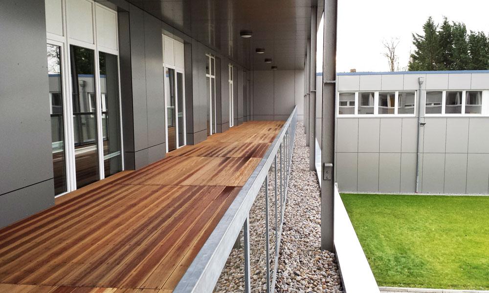 Balkon vor den Büroräumen